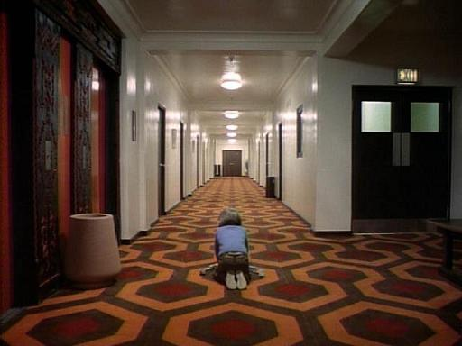 Pasillos del segundo piso The-shining-corridor