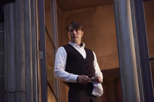 Hannibal-season-3-episode-5-Hannibal-window